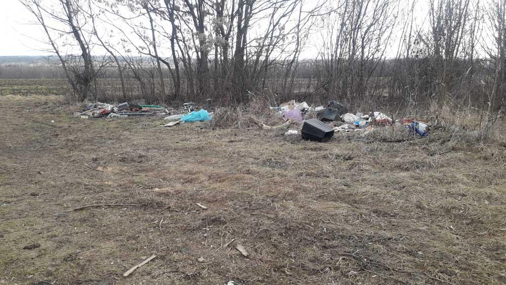 Nágocs külterületi pusztáján napról napra gyarapodó illegális hulladéklerakat.