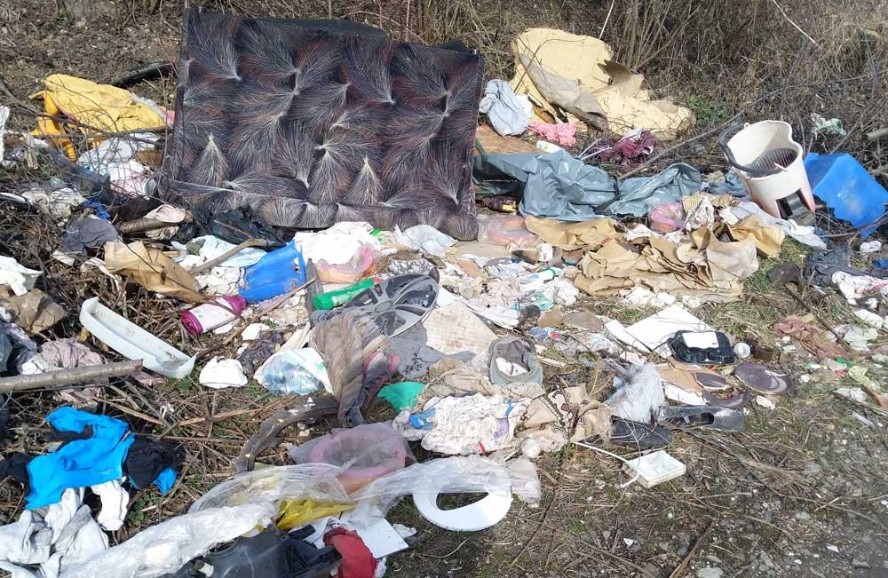 Pécs város külterületén hulladéklerakások egyre nagyobb számban kapunk bejelentést.