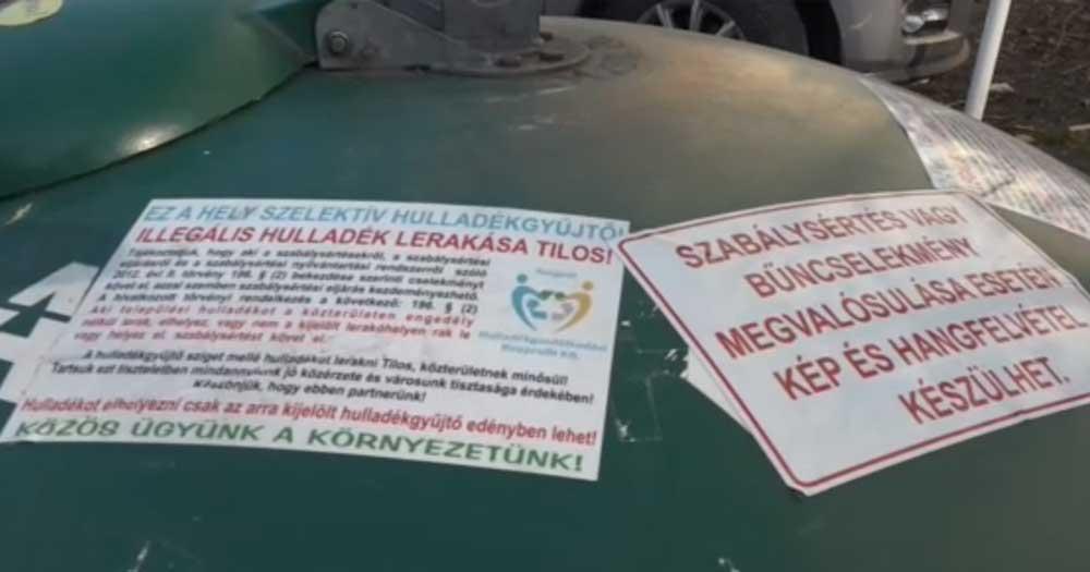 A szelektív hulladékgyűjtőkre kihelyezett figyelemfelkeltő matricák se riasztják el a szemetelőket. / Fotó: rtlklub.hu