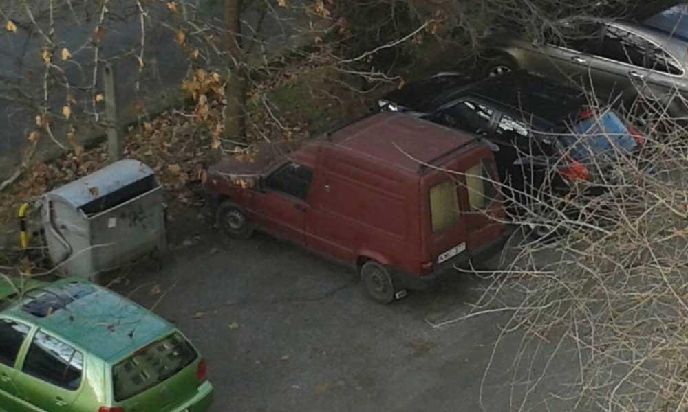 Fiat Fiorino 1 éve mozdulatlanul Szegeden