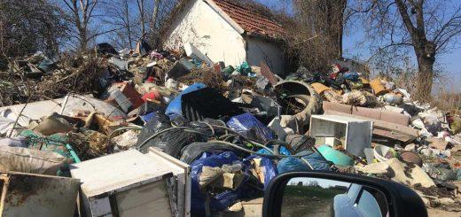 Kis ház, amit elöntött a hulladék | Felsőszentiván