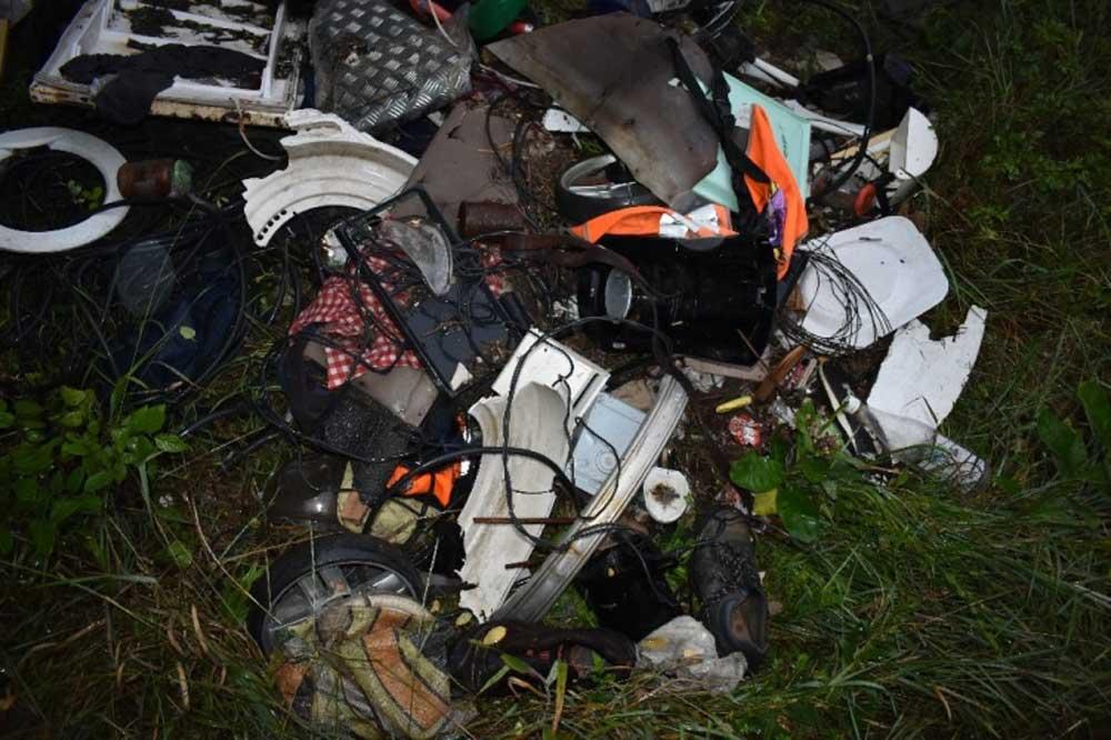 A lerakott veszélyes hulladék Simontornya külterületén. / Fotó: police.hu