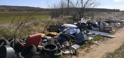 Csörögi földút használhatatlanná vált a hulladéktól