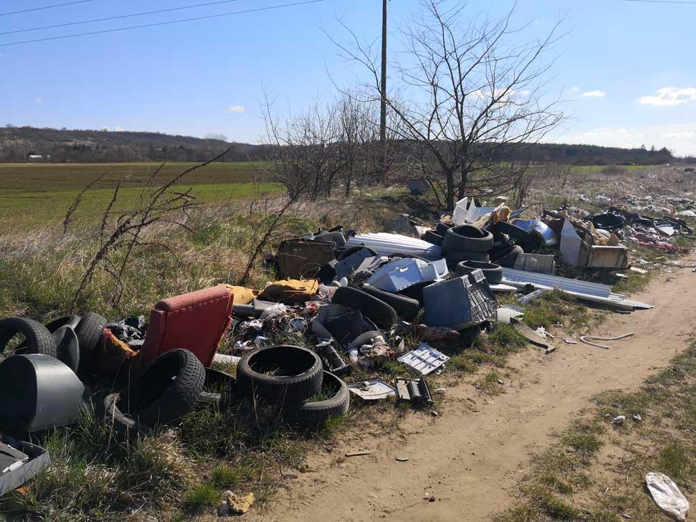 Nem egyedi eset Csörög földút helyszínén tapasztalható állapotok Magyarországon.