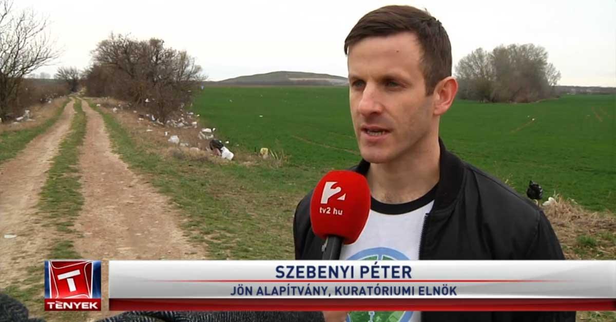 Szebenyi Péter a helyszínről ad interjút a Tv2 Tények stábjának. / Fotó: tenyek.hu