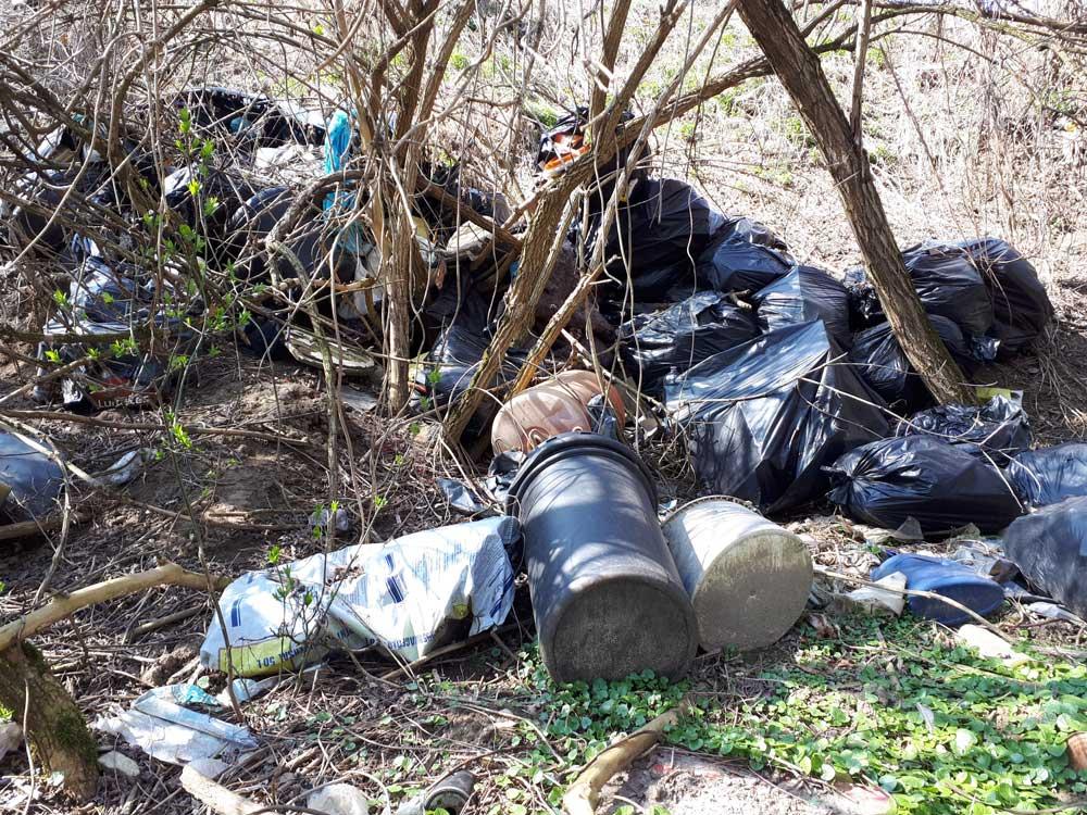 A területen veszélyes hulladék is lehet nagy mennyiségben.