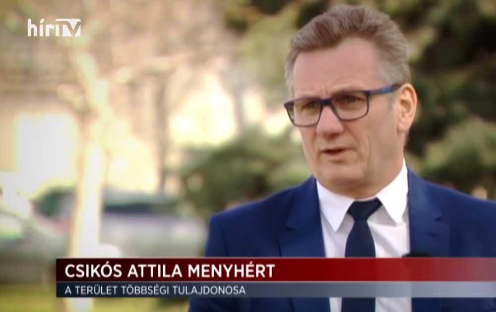 Csikós Attila Menyhért, a terület többségi tulajdonosa. / Fotó: hirtv.hu