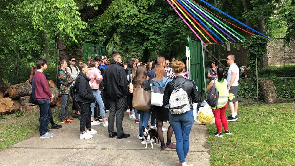 A képen nincs 110 fiatal. A 3 órás akció alatt viszont ennyien csatlakoztak az eseményhez.