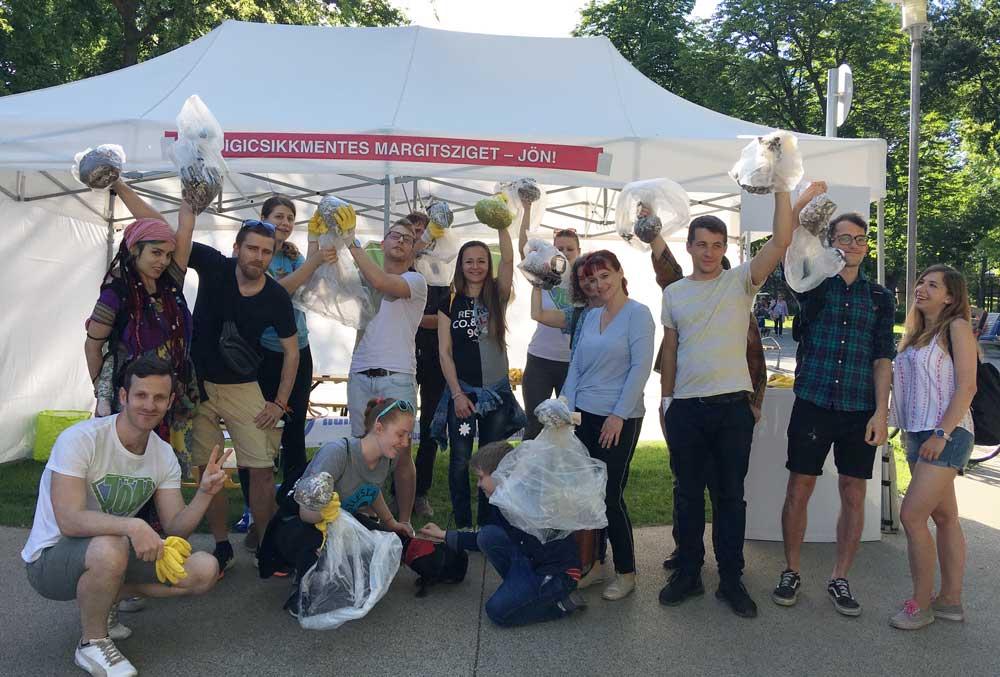 Győzelem! Cigicsikkverseny győztese egy Csomagolásmentes flashmobról ismert vászontáskával lett gazdagabb.