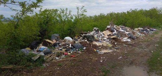 Horpács Úttörő útján hulladéklerakások