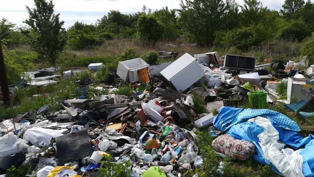 Károlyháza veszélyes hulladékkal teli szemétdombja