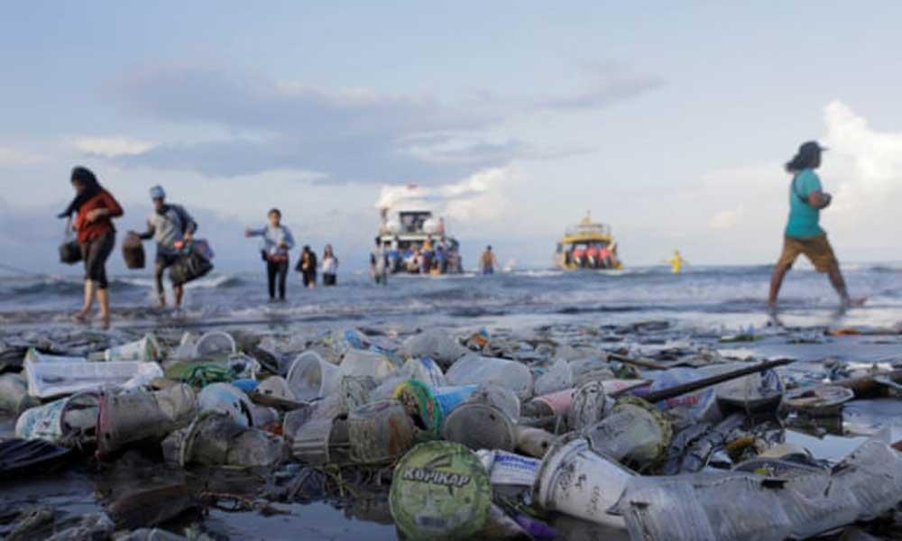 A műanyag útja egyre jobban kifürkészhetőbb ezáltal csökkenthető is. / Fotó: Johannes Christo/Reuters