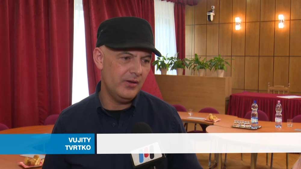 Vujity Tvrtko élharcosa a cigicsikkek elleni harcnak és a Cigicsikkmentes Oroszlány ötletgazdája is. / Fotó: oroszlanyimedia.hu