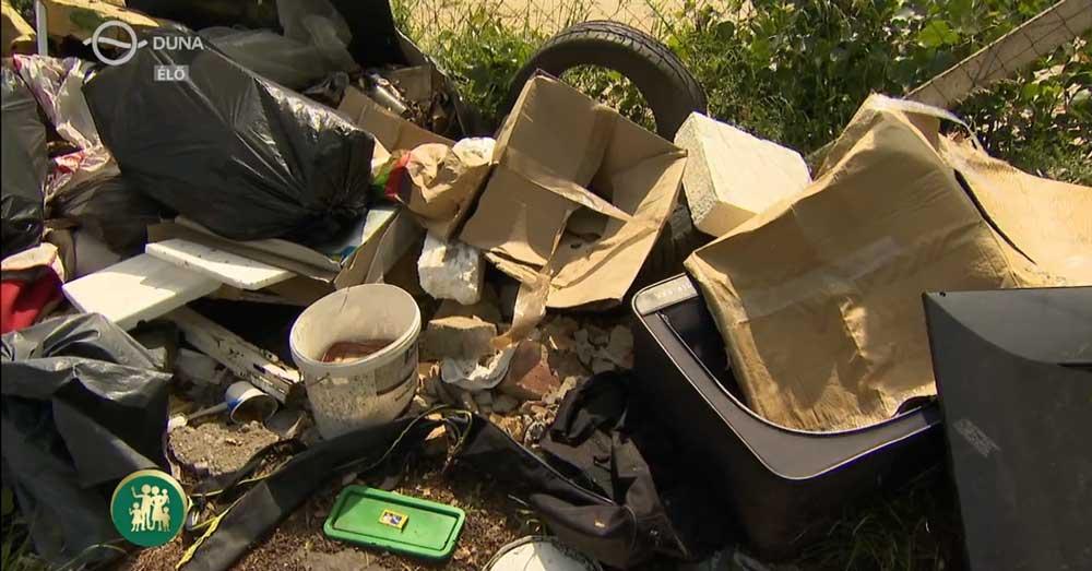 Illegális hulladéklerakás a zuglói Francia úton. / Fotó: MTVA