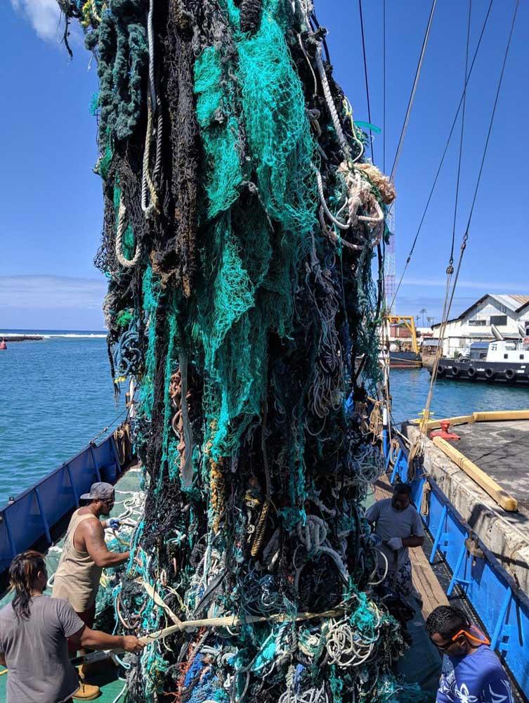 Csak egy részlet abból a 40 tonna műanyag hulladékból, amit kiszedtek az óceánból. / Fotó: Ocean-Voyages-Institute