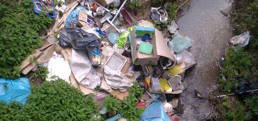 Ostoros-patak és a belehányt teherautónyi hulladék