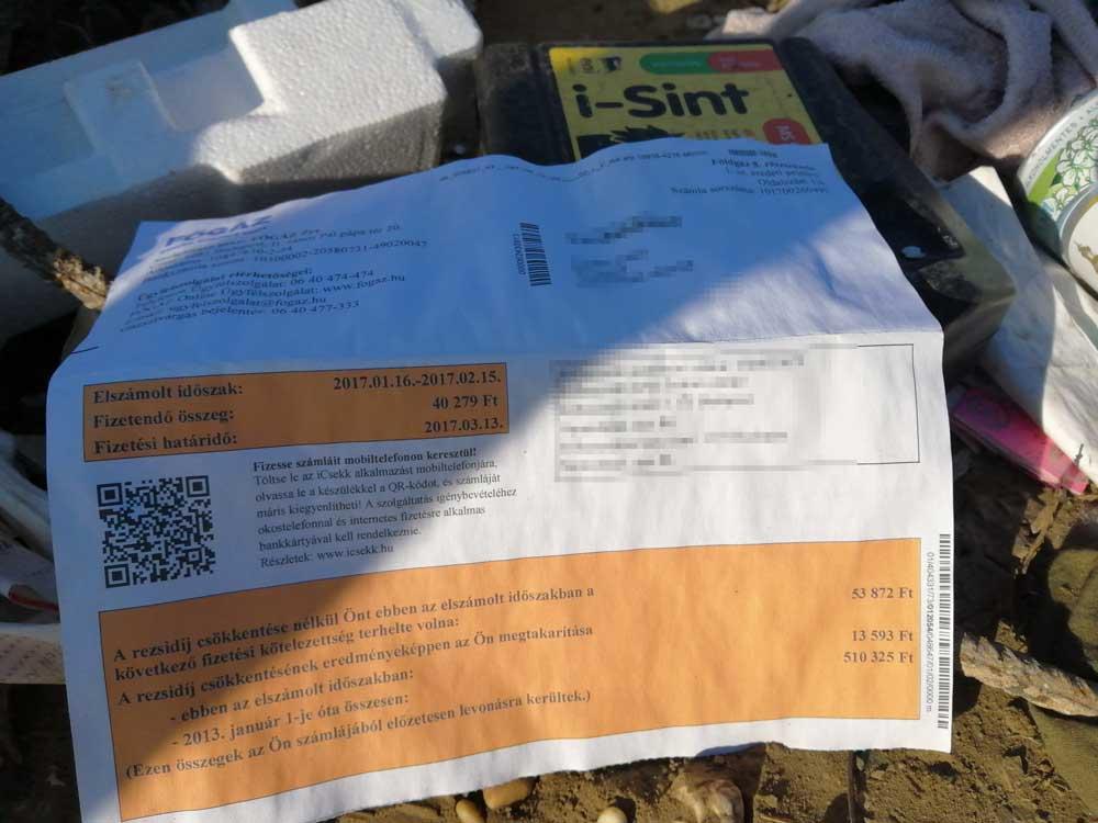 Orvosi papírok és további okmányok névvel ellátva az illegálisan lerakott hulladékban.